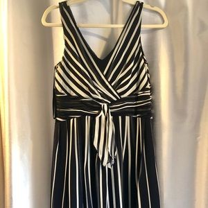Ann Taylor Dress Navy and White 6P